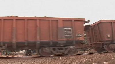 Guinea: train to transport bauxite in service soon