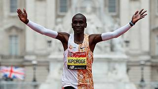 Kenya's Eliud Kipchoge wins 2019 London Marathon