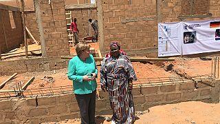 Au Niger, Merkel promet des emplois pour contenir l'immigration