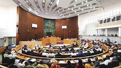 Sénégal : le Parlement examine la suppression du poste de Premier ministre