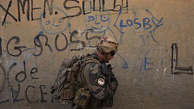 2 soldats français tués, 4 otages libérés — Burkina