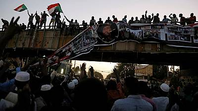 Sudan protest leaders, military to discuss transfer of power to civilian authority