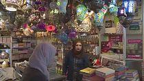 À Jérusalem, un fabricant de lanternes illumine le ramadan