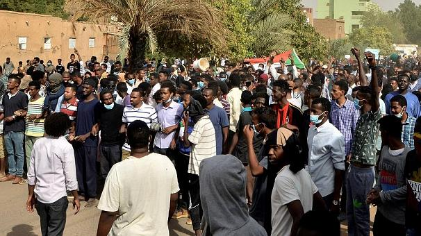 4 demonstrators, army major killed in Sudan following transitional authorities deal