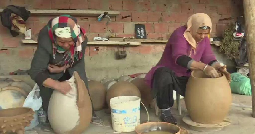 From mother to daughter, Tunisian potters pass on ancient tradition