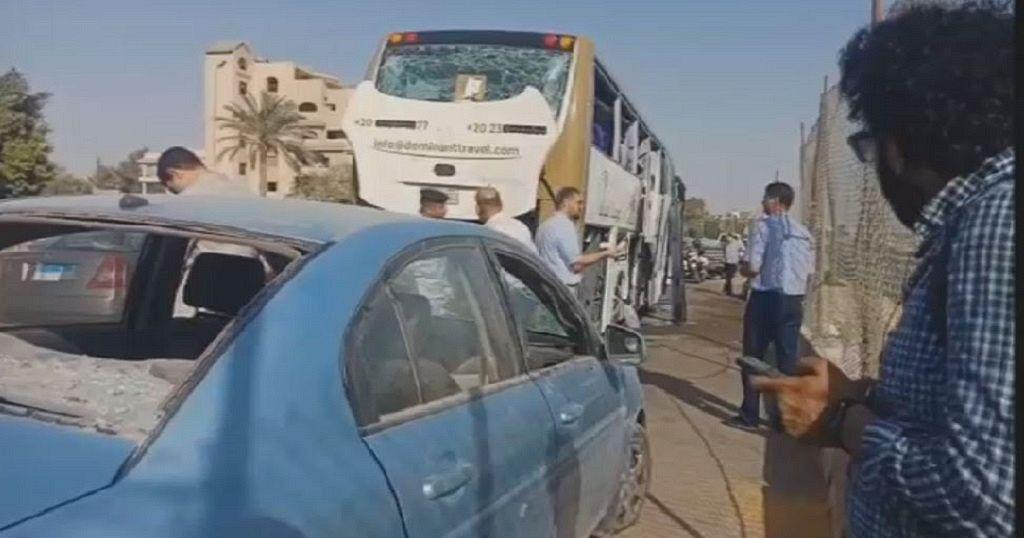 Egypt tourist bus explosion,17 injured near Giza pyramids
