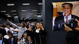 RDC : la dépouille de Tshisekedi père en route pour Kinshasa, hommage de Fayulu