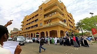 Soudan : l'armée ferme Al-Jazeera, poursuite des manifestations à Khartoum