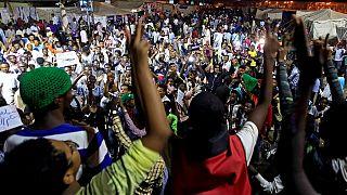 Soudan : les militaires tentent de disperser le sit-in, au moins 5 morts (contestation)