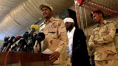 Soudan : l'armée annule ses accords avec les contestataires, appelle à des élections