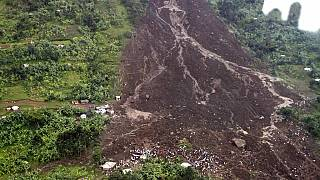 Video: Uganda resettles mudslide victims