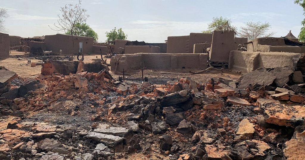 Attaque d'un village dogon au Mali : deuil national et destitution du gouverneur de Mpoti