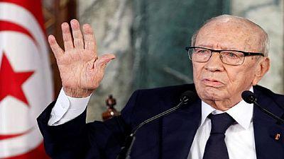 """Le président tunisien hospitalisé dans un """"état critique"""", double attentat à Tunis"""