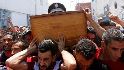 La Tunisie a rendu un dernier hommage au policier mort dans les attaques de Tunis