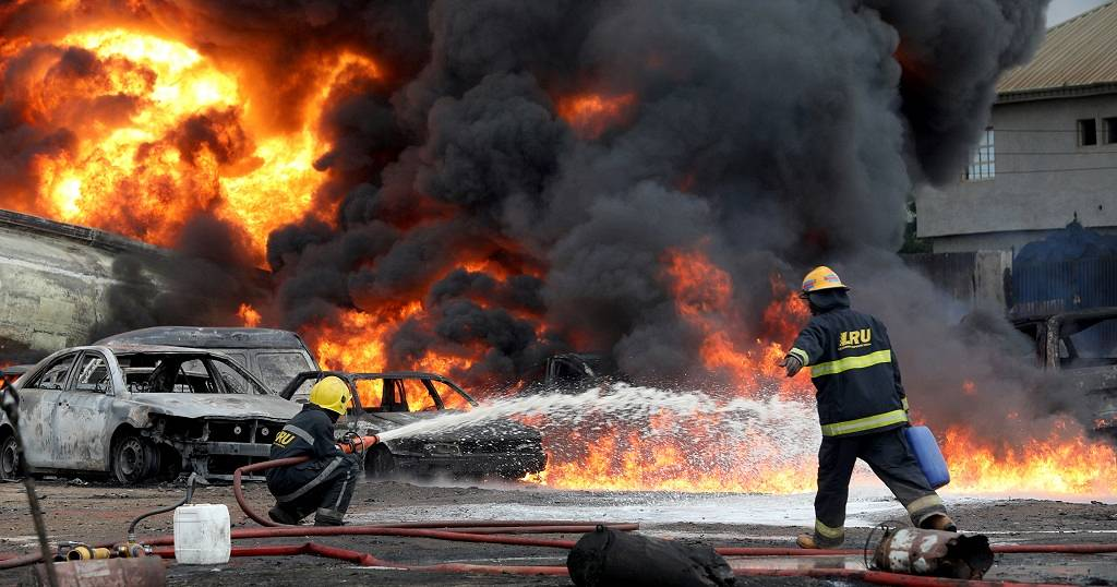 Pipeline fire kills 2 in Lagos - Africanews English