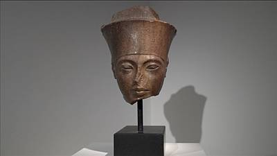 Tutankhamen head set for London auction