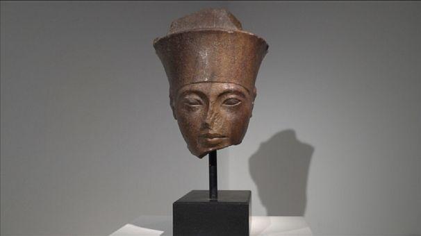 Tutankhamen head set for London auction
