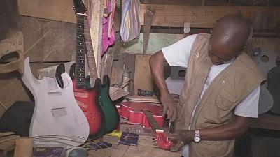 À Yaounde, un Congolais se lance dans la fabrication de guitares