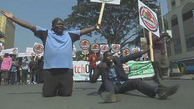Kenya: un blessé au cours d'une manifestation réprimée par la police