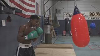 Evander Holyfield's son follows in his dad's footsteps