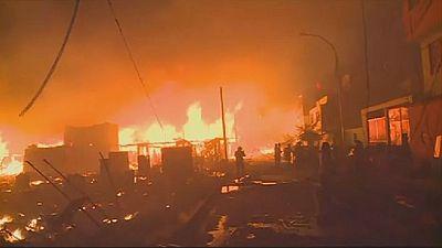 Massive blaze consumes 200 homes in Peruvian capital