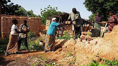 Mali : des centaines de déplacés après un massacre rentrent chez eux