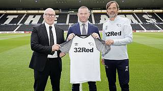 Wayne Rooney signe à Derby County