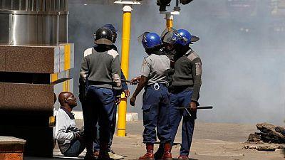 Zimbabwe : la police disperse violemment des opposants