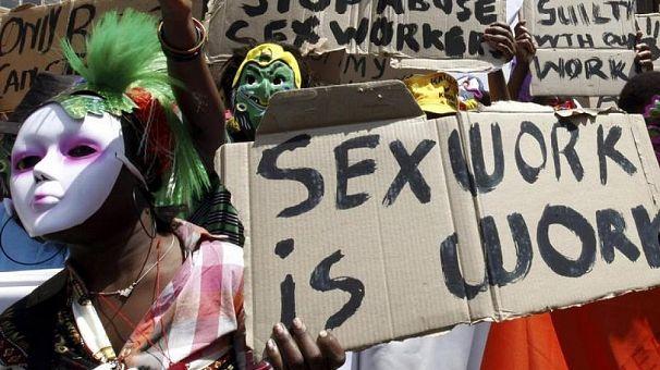 Les péripatéticiennes et les organisations de lutte appellent à la décriminalisation de la prostitution en Afrique du Sud
