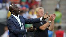 Foot : la fédération nigériane soutient Siasia, suspendu à vie par la Fifa
