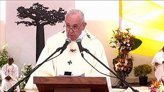 """Devant un million de Malgaches, le pape s'en prend à la """"culture du privilège"""""""