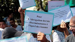"""Maroc: manifestation à l'ouverture du procès d'une journaliste accusée d'""""avortement illégal"""""""