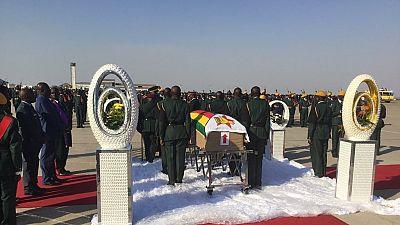 Arrivée de la dépouille de Mugabe : peu de Zimbabwéens pour l'accueillir