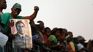 """Zimbabwe : la famille de Mugabe qu'il soit enterré plus tard, avec les """"héros"""" de la nation"""
