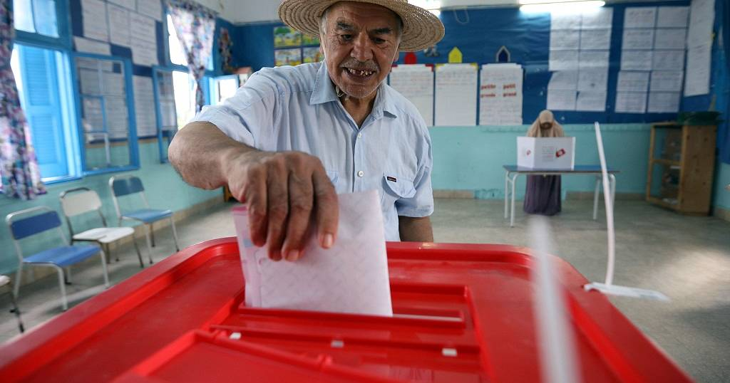 7 million people vote in Tunisia's presidential polls