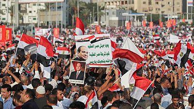 Egypte : manifestations sporadiques pour et contre Sissi