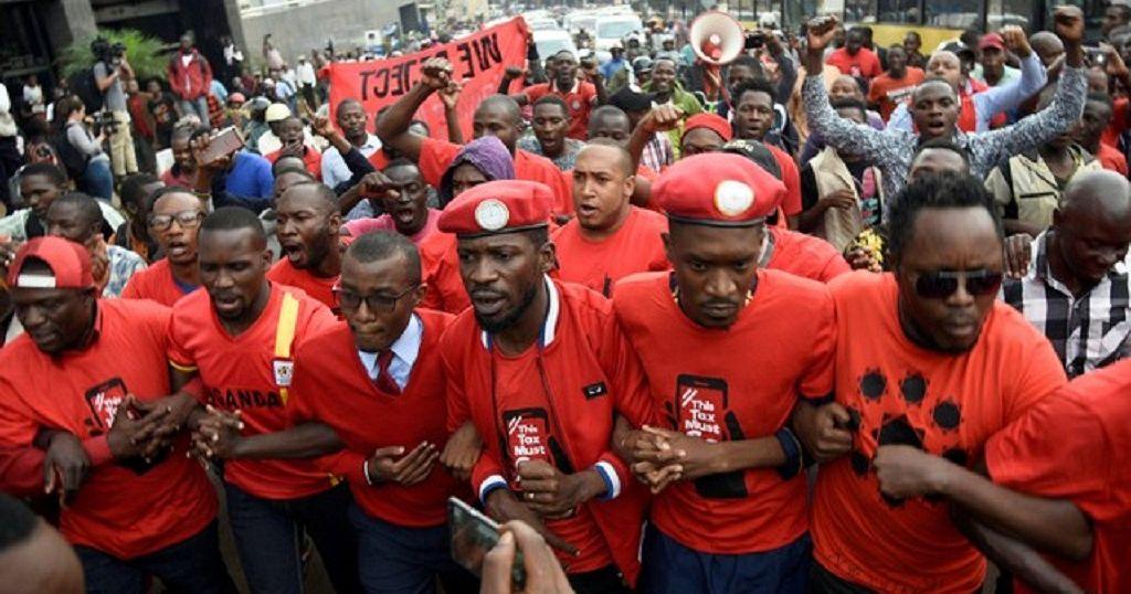 Ouganda: les autorités interdisent le port de béret rouge dans le pays