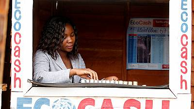 En pleine crise financière, le Zimbabwe suspend les services mobile money