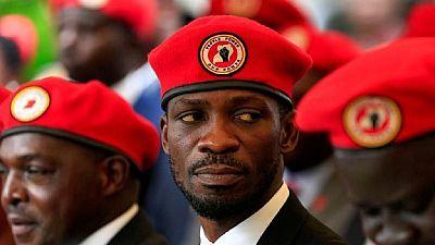 Ouganda : six partisans de l'opposition détenus par la police pour « port d'un béret rouge »