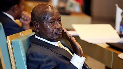 Le président ougandais Museveni engagé pour les vendeurs de rue, non sans controverse