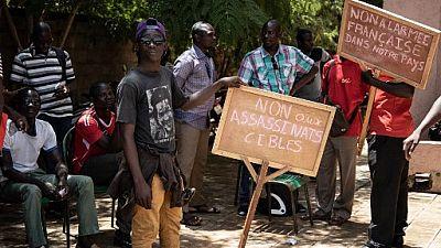 """Burkina : un millier de personnes contre """"le terrorisme et les bases étrangères"""""""