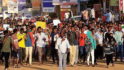 Thousands of Sudanese call for dissolution of Bashir's party
