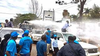 Uganda police uses water canons to brutally arrest opposition leader Besigye