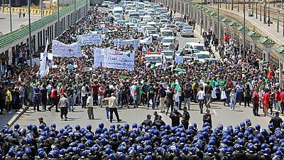 Algérie : 80 arrestations lors d'une manifestation nocturne (association)