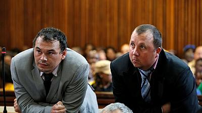 Afrique du Sud : la justice réduit en appel la peine de Blancs qui avaient mis un Noir dans un cercueil