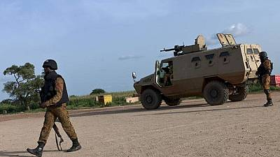 """Burkina : trois militaires et une """"vingtaine de terroristes"""" tués dans le Nord"""