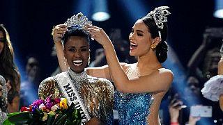 Une Sud-Africaine élue Miss univers sans tissage, ni mèches, ni « vrais cheveux »