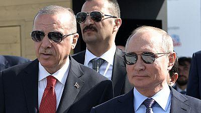 Poutine et Erdogan discutent des violents combats en Libye