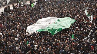 Algérie : les étudiants manifestent malgré le décès du général Gaid Salah