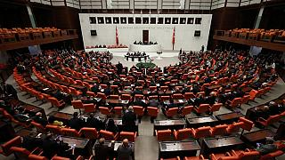 Turquie : le Parlement autorise Erdogan à déployer l'armée en Libye